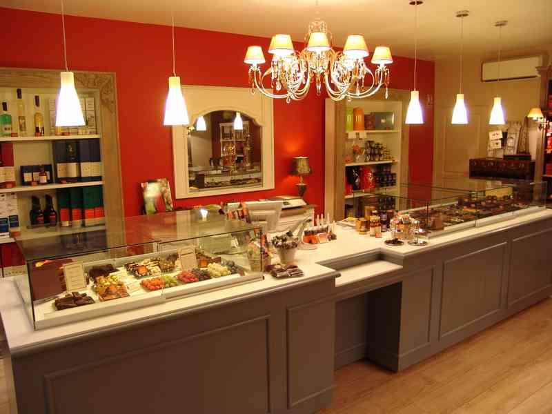 La boutique et les laboratoires du chocolatier - Comptoir pour boutique ...